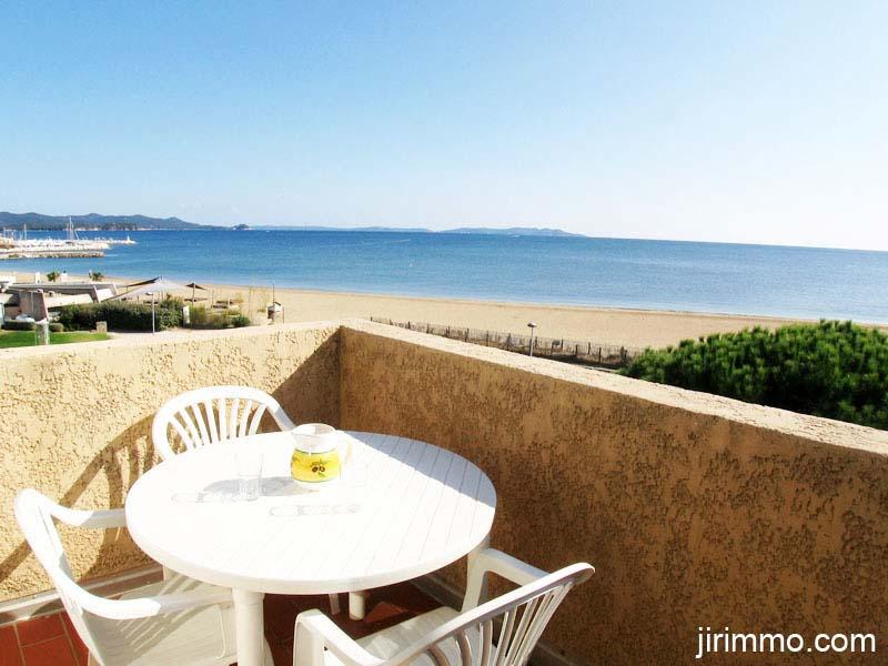 location de vacances la londe les maures bord de mer. Black Bedroom Furniture Sets. Home Design Ideas