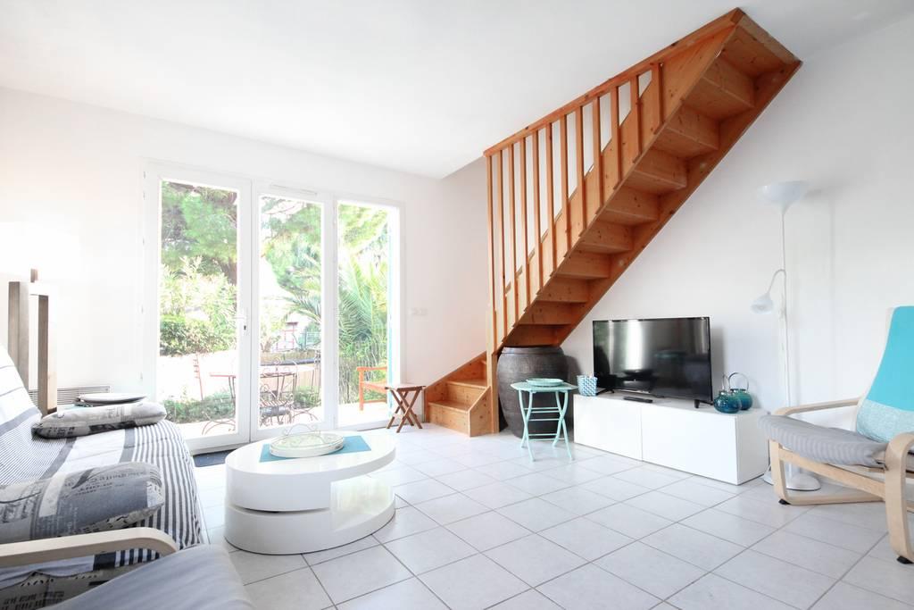 mda a8 3 pi ces r sidence mas d 39 azur la londe les. Black Bedroom Furniture Sets. Home Design Ideas